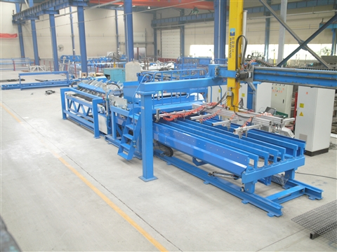Full automatic industrial mesh welding production line