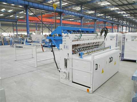 Railway fence mesh welding machine
